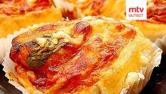 Nämä pizzat on tehty kuten kanelipullat. Hauska, värikäs lisä seisovaan pöytään ja täydellistä retkiruokaa. Cheesesteak, Ethnic Recipes, Food, Meals, Yemek, Eten