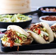 MARENGS MED MØRK SJOKOLADE OG MANDLER | TRINES MATBLOGG Asian Recipes, Ethnic Recipes, Indonesian Food, Hot Dog Buns, Nom Nom, Recipies, Paleo, Food And Drink, Pork