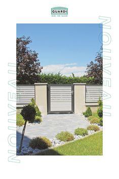 Modernes Anthrazit oder doch edles Weiß? Warum nicht einfach beides! Unser Aluzaun NOUVEAU lässt sich in 200 RAL Farben umsetzen. Individuell kombinierbar und auf deine persönlichen Bedürfnisse zugeschnitten – so findet sich bestimmt der passende Farbton zu deinem Haus! Aluminium, Garage Doors, Outdoor Decor, Home Decor, Split Rail Fence, House Entrance, House Design, Real Xmas Trees, Fence Ideas