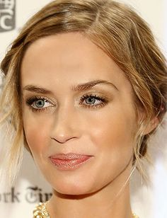 o get Emily Blunt's sparkling yet subtle makeup, wash a shimmery, neutral gold shadow over the entire eye, blending into the inner corners. Sweep a darker bronze shadow underneath the eye and into the crease, and use a golden peachy bronzer to contour the cheeks.