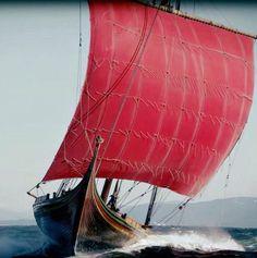 Modern day Viking ship Draken Harald Hårfagre under sail. Viking Life, Viking Art, Viking Longboat, Viking Longship, Norwegian Vikings, Old Norse, Viking Ship, Norse Vikings, Norse Mythology