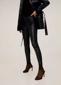 Discover the latest trends in women's trousers. Dressy, skinny, palazzo and baggy trousers, chinos and leggings. Baggy Trousers, Trousers Women, Dress Me Up, Women's Leggings, Elastic Waist, Latest Trends, Mango, Leather Pants, Pants For Women