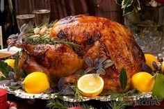 Receita de Peru assado especial, em Aves, ingredientes: 1 peru, 1/2kg de manteiga, 1 colher (sobremesa) de pimenta do reino, Sal a gosto, 3 copos de vinho branco, 1 copo de suco de laranja, 1 colher (sopa) de licor Grand Marnier...