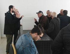 """Tensione e proteste ai seggi per le primarie del PD. In molti casi non vengono rilasciate le ricevute per la """"donazione"""" dei due euro, doverosa per i non iscritti."""