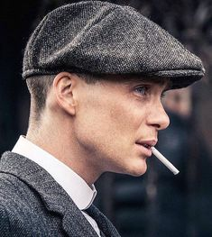 Irishman Cillian Murphy is a name on that list for some due to his current role as the main protagonist in the BBC's hit show Peaky Blinders. For those unaware of the series, it's a gangster drama set in Birmingham Peaky Blinders Quotes, Peaky Blinders Thomas, Cillian Murphy Peaky Blinders, Boardwalk Empire, Gangsters, Downton Abbey, Series Movies, Tv Series, Serie Tv