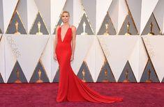 Os vestidos vermelhos mais memoráveis das famosas