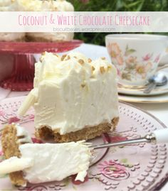Coconut & White Chocolate Cheesecake Becky's Biscuit Bases created this amazing no-bake White chocolate and coconut cheesecake with vanilla cream for her Coconut Hot Chocolate, White Chocolate Cheesecake, Coconut Cheesecake, Chocolate Chip Cake, Homemade Chocolate, Cheesecake Recipes, Chocolate Recipes, Dessert Recipes, Chocolate Curls