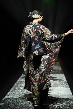 ジョウタロウ サイトウ 2018-19年秋冬コレクション - 現代的なアプローチで模索する和装の未来 画像87 Tokyo Fashion, Kimono Fashion, Lolita Fashion, Fashion Outfits, Japanese Outfits, Japanese Fashion, Fashion Images, Fashion Details, Modern Goth