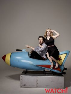Simon Helberg and Melissa Rauch ~ Big Bang Theory Big Bang Theory, Howard And Bernadette, Simon Helberg, Barenaked Ladies, Sara Gilbert, The Bigbang Theory, Amy Farrah Fowler, Melissa Rauch, Jim Parsons