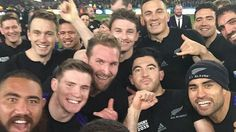 All Blacks awesome Rugby World Cup selfie goes viral - Yahoo New Zealand All Blacks Rugby Team, Rugby Union Teams, Nz All Blacks, Rugby League, Rugby Players, Super Rugby, Rugby Men, World Cup Winners, Rugby World Cup