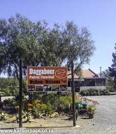 Famous for roosterkoek, biltong, ginger beer and sheepskin slippers, Daggaboer Farmstall is a favourite stop along the N10 between Cookhouse and Cradock.