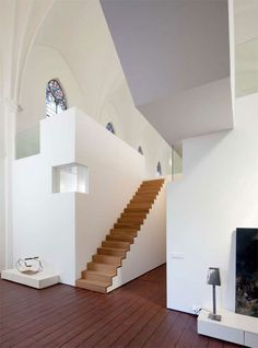 Professionals in staircase design, construction and stairs installation. In addition EeStairs offers design services on stairs and balustrades. Architecture Design, Church Conversions, Escalier Design, Wood Staircase, Wooden Stairs, Staircases, Cool Ideas, Deco Design, Utrecht