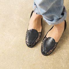 Onyva.ch / La Garconne Shoes #onyva #onlineshop #shoes #sandals #shoedesign #elegant #chic #switzerland #lagarconneshoes #vintage #summer #summershoes #summersandals #fashion #leather Elegant Chic, Huaraches, Summer Shoes, Switzerland, Designer Shoes, Shoes Sandals, Slippers, Leather, Vintage