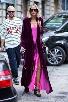 On the street at Milan Fashion Week. Photo: Chiara Marina Grioni/Fashionista ♦๏~✿✿✿~☼๏♥๏花✨✿写 ☆ ☀❁~⊱✿ღ~❥ ༺♡༻ FR Sep 2018 ༺♡༻ 💥⊰~ ♥⛩☮️ Cool Street Fashion, Love Fashion, High Fashion, Autumn Fashion, Fashion Outfits, Fashion Trends, Paris Fashion, Style Fashion, Casual Outfits