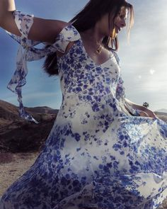 create you're own sunshine sending happy vibes from wearing gorgeous floral dress by and by see links in my stories Coachella 2018, Coachella Festival, Elle Fashion, Fashion Editor, Coachella California, Festival Fashion, Palm Springs, Pretty, Happy Vibes