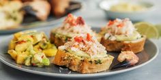 krabbe med friskt nytt tilbehør Salmon Burgers, Baked Potato, Baking, Ethnic Recipes, Food, Bread Making, Salmon Patties, Patisserie, Essen