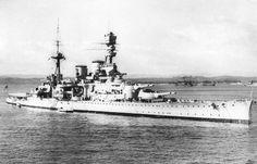 HMS Repulse (1916) - Incrociatore da battaglia ClasseRenown - Entrata in servizio18 agosto 1916 - Dislocamento31.592 t Lunghezza242,07 m Larghezza 27,42 m Pescaggio9 m Propulsione4 eliche 112.000 hp (83,5 MW) Velocità31,7 nodi (59 km/h) Autonomia3.650 mn Equipaggio1.181 - Affondata il 10 dicembre 1941 da un attacco aereo giapponese - Motto: Qui Tangit Frangitur