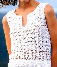 Remera fresca de algodón, con puntilla en el ruedo.    Otro detalle original: el escote apenas abierto.     Un básico renovado.
