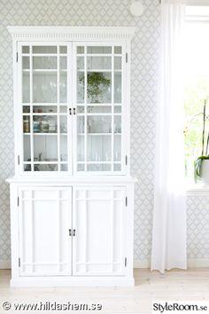 vitrinskåp,skåp av gamla fönster,vitmålat,skåp,vitrin,gammalt glas