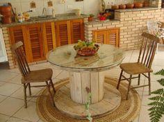 Dica bem legal para a decor de sua área de lazer usando um carretel de madeira.