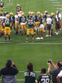 for you clay matthews lovers out there. pic.twitter.com/zs2OpEEh6D Nice Butt shot!