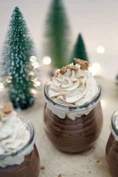 Christmas chocolate mousse with specula . - Easy-peasy chocolate mousse with speculum cream … the perfect dessert for Christmas - Christmas Chocolate, Christmas Desserts, Christmas Brownies, Christmas Cheesecake, Christmas Baking, Easy Cookie Recipes, Baking Recipes, Easy Recipes, Paleo Recipes