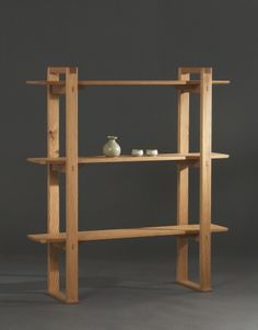 Nice shelving unit combining new and old look. Recycled Furniture, Home Decor Furniture, Wooden Furniture, Furniture Projects, Wood Projects, Furniture Design, Pallet Shelves, Wood Shelves, Wood Design