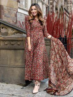 Casual Indian Fashion, Indian Fashion Dresses, Indian Designer Outfits, Silk Kurti Designs, Kurta Designs Women, Blouse Designs, Simple Pakistani Dresses, Pakistani Dress Design, Stylish Dresses For Girls