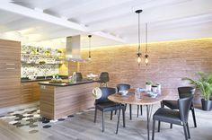 Loft espanhol com boas ideias de pisos e azulejos