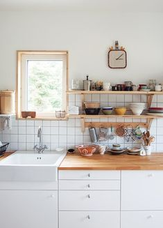 나무 깎는 부부의 숲 속 작업실 이미지 6 Cafe Interior, Kitchen Interior, Interior Styling, Kitchen Cabinets Decor, Kitchen Dining, Grey Interior Design, Scandinavian Kitchen, Kitchen Organization, Organization Ideas