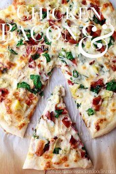 This is my FAV takeout pizza.Chicken Bacon Artichoke Pizza with a Creamy Garlic Sauce Pizza Carbonara, Pasta Pizza, Seafood Pizza, Garlic Sauce For Chicken, Creamy Garlic Sauce, Coconut Chicken, Deep Dish, Pizza Stromboli, Perfect Pizza Dough Recipe