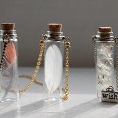 Diy Jewelry : DIY bottle necklace -Read More – Bottle Jewelry, Bottle Charms, Bottle Necklace, Bottle Art, Diy Bottle, Mini Glass Bottles, Glass Vials, Empty Bottles, Cute Jewelry