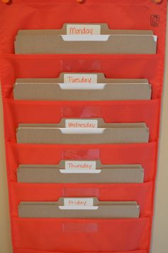 Love this idea, help create independent school day start. Maybe colored folders black organizer. Abeka Homeschool, Home Learning, Tot School, Home Schooling, Science, Classroom Organization, Classroom Ideas, Planer, Just In Case