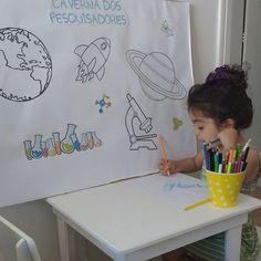 """Aqui em casa nós gostamos de inventar coisas... e a Isabela claro adora!  Começamos a realizar algumas atividades nos finais de semana junto com o papai. Estamos usando o """"Grande Livro da Criação de Deus"""" ele tem atividades sobre a natureza e sobre a ciência para crianças de 3 a 12 anos. São 75 atividades interativas para crianças de 3 a 5 anos e 75 para crianças de 6 a 12 anos. As atividades são organizadas tematicamente segundo os dias da criação.  Então fiz esse painel para os momentos…"""
