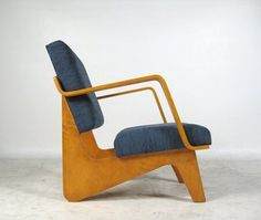 Combex armchair by Cees Braakman pastoe Mod Furniture, Furniture Styles, Vintage Furniture, Furniture Design, Soft Seating, Eames Chairs, Vintage Chairs, Mid Century Modern Design, Cool Chairs