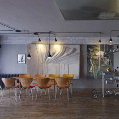 Un espace ouvert avec des meubles faciles à déplacer