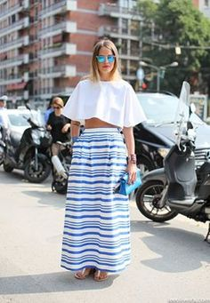 Per chi resta in città suggeriamo una versione glam del nostro outfit come proposto in questo shot del ‪#‎streetstyle‬ photographer Lee Oliveira - Street Style. La maxi skirt è in stile stripes e gli accessori sono decisamente luxury. Da notare la clutch Kelly blue sky ton sur ton abbinata al bracciale Collier de Chien ‪#‎Hermes‬. ‪#‎fashionstyle‬ ‪#‎luxury‬ ‪#‎celebrity‬