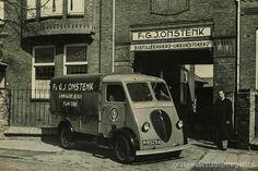 Op de foto uit 1951 ziet u de voormalige distilleerderij van Onstenk. Herkenningspunten uit het verleden zijn er nu niet meer, slechts een rij huizen. In het proeflokaal Graaf van Heumen, het voormalige bierbrouwerijcomplex Bergzicht is een nog een 150 jaar oude koperen ketel aanwezig van de 'Van Onstenk Distilleerderij'. Zeppelin, Old City, Old Pictures, Old And New, Modern Architecture, Holland, Amsterdam, Old Things, History