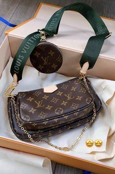Luis Vuitton pochette Pochette Louis Vuitton, Louis Vuitton Handbags, Louis Vuitton Monogram, My Bags, Purses And Bags, Louis Vuitton Accessories, Vuitton Bag, Luxury Bags, Fashion Bags