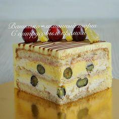 Ещё один разрез! Это цитрусовый #торт. Бисквиты с лимонной цедрой, ванильный, лимонный и цитрусовый крем со своей голубикой! Для любителей сладкого с кислинкой! Этот торт тоже входит в набор ассорти! ⛔️⛔️⛔️ Наборы закончились ⛔️⛔️⛔️ #mоumopmы