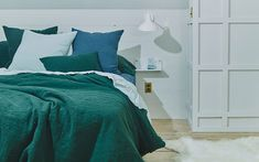Bedding:Simple Linen King Bedding in Various Colors design by Hawkins New York King Beds, Queen Beds, Loft Apartment Decorating, Queen Sheets, Bed Sheets, Loft Interiors, Bed Linen Online, Green Pillows, Burke Decor