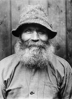 Great beard, great hat!    Ollas Per Persson, Almo, Dalarna, Sweden    The yeoman farmer Ollas Per Persson in Almo, Dalecarlia. Born in 1866. Photo by Einar Erici.