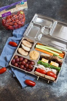 Sandwich free kid friendly lunch box ideas the whole family will love. These tasty bento style lunch boxes are balanced for nutrition, color, and variety the kids will love them. Yummy Snacks, Healthy Snacks, Healthy Eating, Healthy Recipes, Clean Recipes, Clean Eating, Quick Lunch Recipes, Brunch Recipes, Kid Recipes