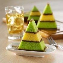 Lapis surabaya pandan nutela nan cantik dengan rasa dan aroma yang sangat istimewa ini bisa menjadi kue untuk hantaran saat hari raya tiba.