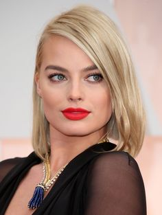 The Best Jewelry at the Oscars 2015 - Margot Robbie in a Van Cleef and Arpels necklace