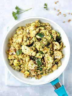 Zucchini-Quinoa-Pfanne mit geröstetem Karfiol Zucchini Quinoa, Quinoa Salat, Gnocchi, Fried Rice, Cauliflower, Fries, Vegan, Vegetables, Healthy