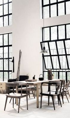 Design Ideas That I Want In My Dream Home Large Steel Windows & Doors The windows are large, with a slight industrial feeling and a crisp black frame. Black Window Trims, Black Windows, Big Windows, Iron Windows, Casement Windows, Interior Architecture, Interior And Exterior, Interior Doors, Industrial Interiors