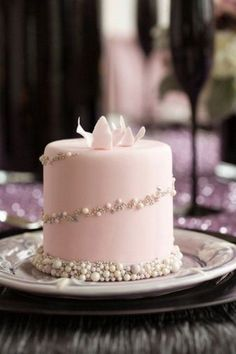 Wedding cake recipes 377106168783232036 - Along with wedding mini desserts trend, there's another one for individual cakes. Why worrying about one or two big cakes that would suit everyone when you can order a whole bunch… Source by lanasvit Individual Wedding Cakes, Mini Wedding Cakes, Fondant Wedding Cakes, Wedding Cupcakes, Individual Cakes, Fondant Cakes, Mini Cakes, Cupcake Cakes, Wedding Desserts