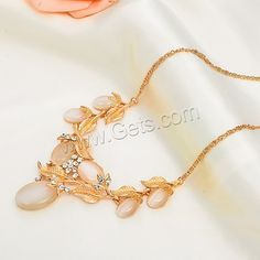Nice necklace with leaf, like it?