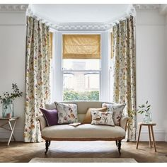 Curtains Uk, Elegant Curtains, Beautiful Curtains, Curtains With Blinds, Curtain Fabric, Roman Blinds, Small Living Rooms, Living Room Modern, Interior Exterior